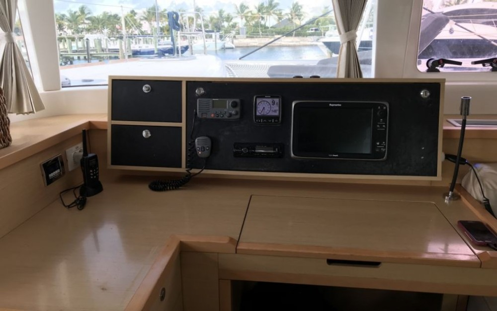 Rental Catamaran in Newport - Lagoon Lagoon 450
