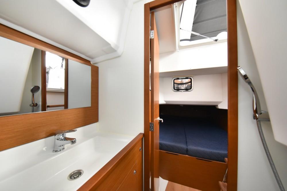 Rent a Jeanneau Sun Loft 47 - 6+1 cab. Grad Zadar