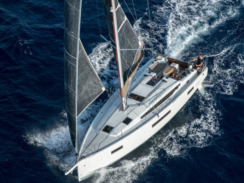 Hire Sailboat with or without skipper Jeanneau Tropea