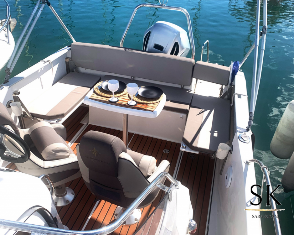 Boat rental Jeanneau Cap Camarat 7.5 WA in La Grande-Motte on Samboat