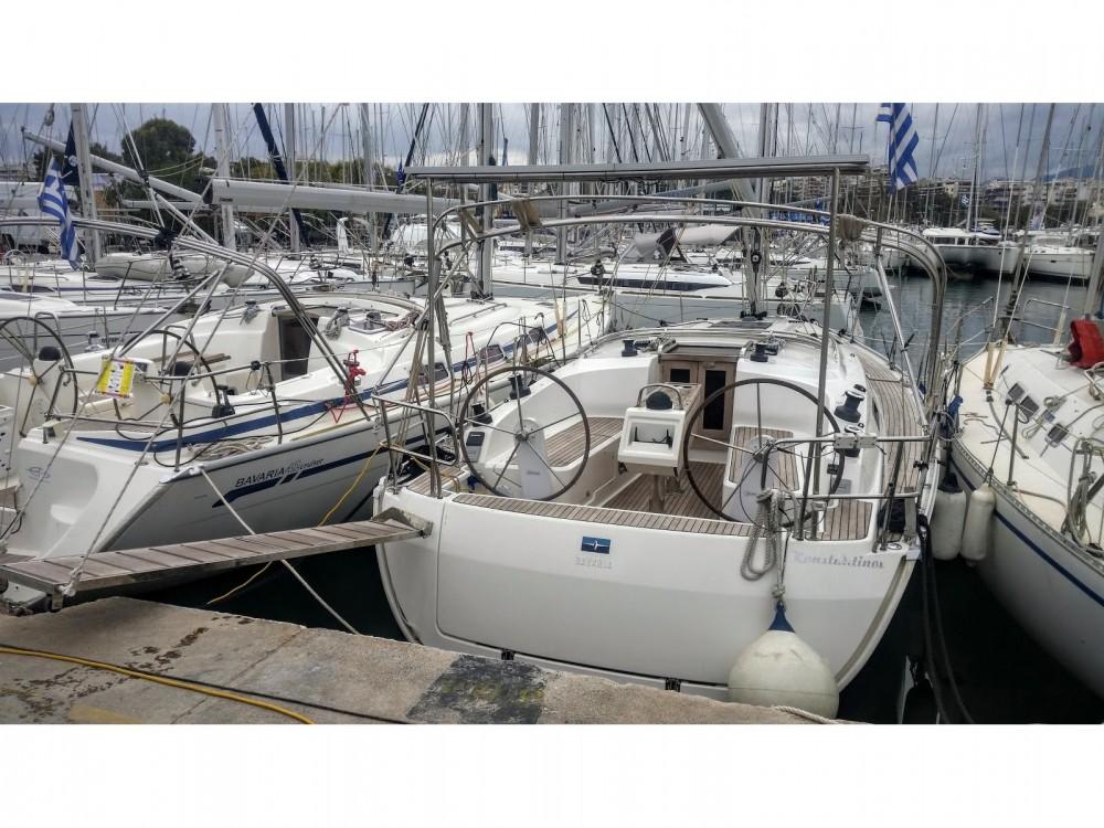 Boat rental Bavaria Bavaria Cruiser 37 in Álimos on Samboat