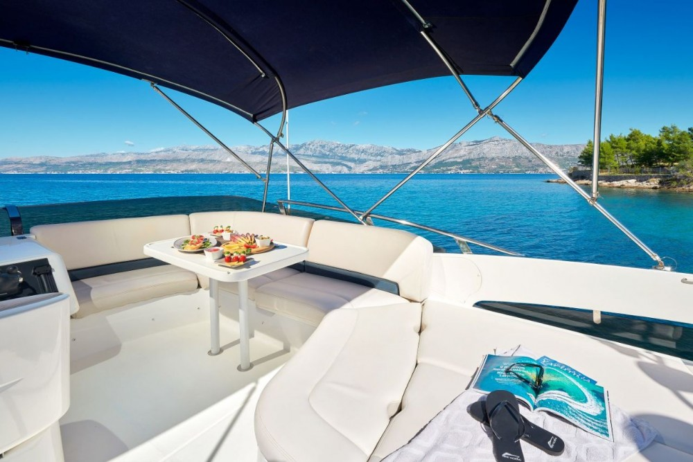 Hire Motorboat with or without skipper Princess-Yachts Podstrana