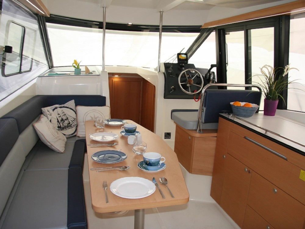 Rental yacht Wilkasy - Delphia Platinum 989 on SamBoat