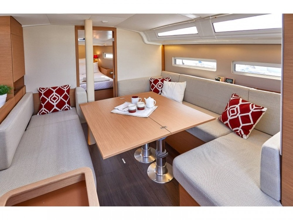 Jeanneau Sun Odyssey 410 between personal and professional Follonica