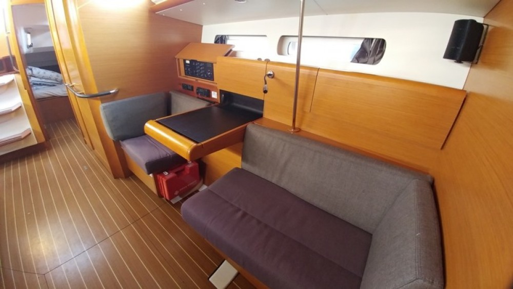 Boat rental Jeanneau Sun Odyssey 439 in Álimos on Samboat