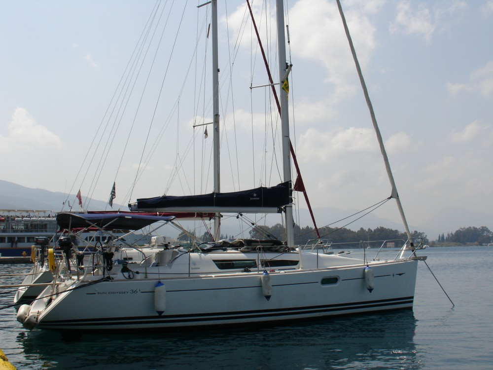 Jeanneau Sun Odyssey 36i between personal and professional Álimos