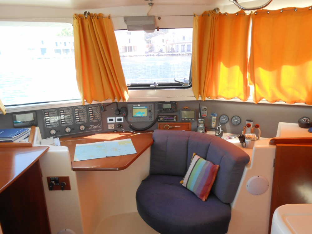 Hire Motorboat with or without skipper Fountaine Pajot Fréjus