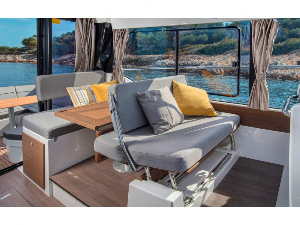 Jeanneau Merry Fisher 1095 between personal and professional Nettuno