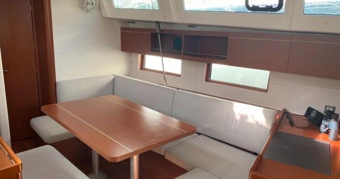 Boat rental Bénéteau Oceanis 46.1 (4 cab) in Cannigione on Samboat