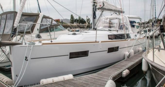Sailboat for rent Les Sables-d'Olonne at the best price