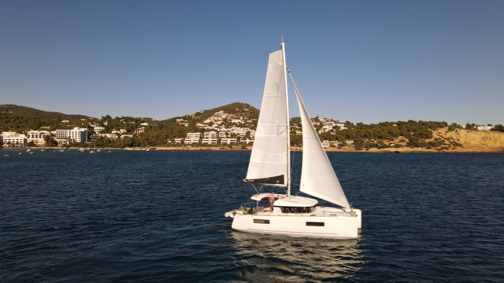 Boat rental Lagoon Lagoon 40 in Ibiza on Samboat