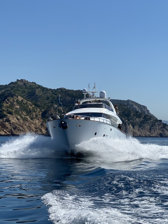 Hire Yacht with or without skipper Maiora Cannes