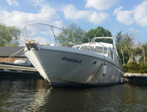 Boat rental City of London cheap Guy Couach 1600 Fly