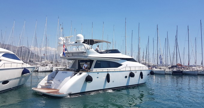 Hire Yacht with or without skipper Maiora Kaštel Gomilica