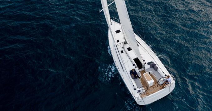 Rental Sailboat in Le Marin - Bénéteau Oceanis 40.1