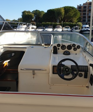 Boat rental Cogolin cheap Sealine 240 Senator