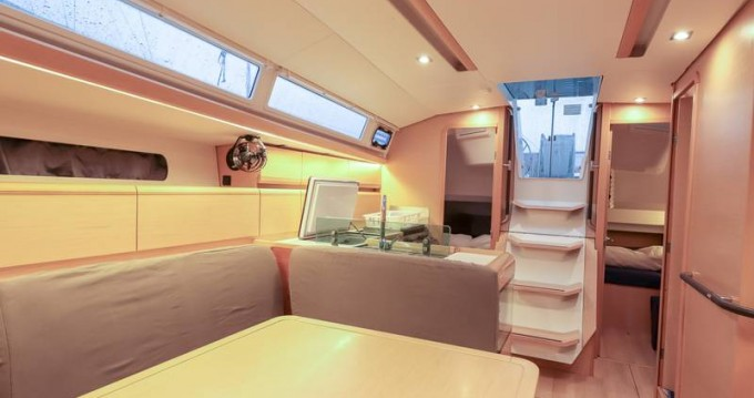Rental yacht Follonica - Jeanneau Sun Odyssey 419 on SamBoat