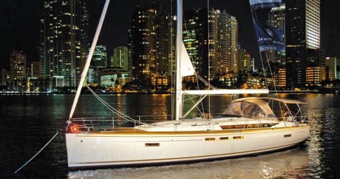 Boat rental Jeanneau Sun Odyssey 519 in Lávrio on Samboat