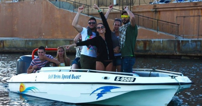 Motorboat for rent St. Julian's at the best price
