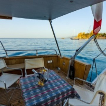 Rental Motorboat San Lorenzo with a permit