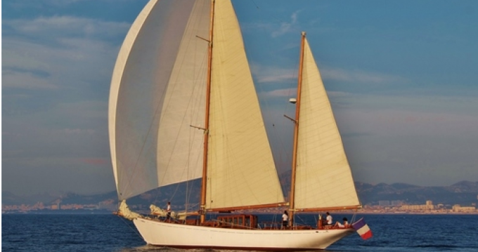 Hire Sailboat with or without skipper Severi Marseille