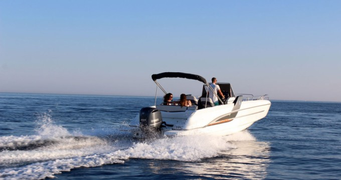 Motorboat for rent Lorient at the best price