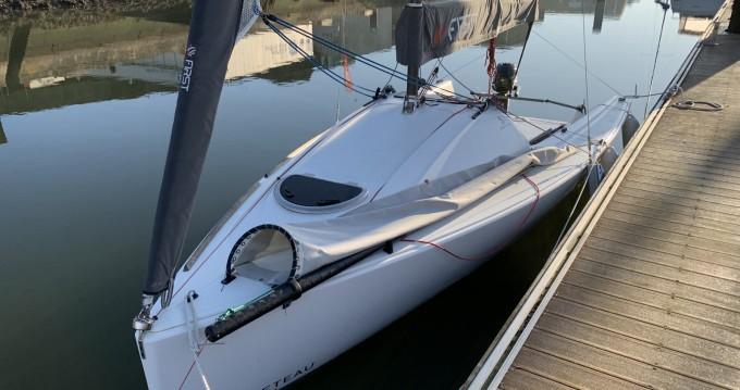 Rental Sailboat in Lorient - Bénéteau First 18