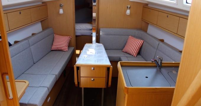 Rental yacht Lefkas Egremni - Bavaria Bavaria 34 Cruiser on SamBoat