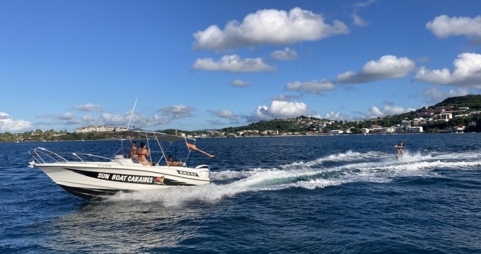 Motorboat for rent Les Trois-Îlets at the best price