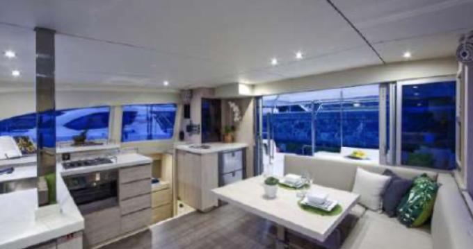 Boat rental Golfe-Juan cheap Leopard 40