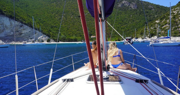 Jeanneau Sun Odyssey 39i between personal and professional Alimos