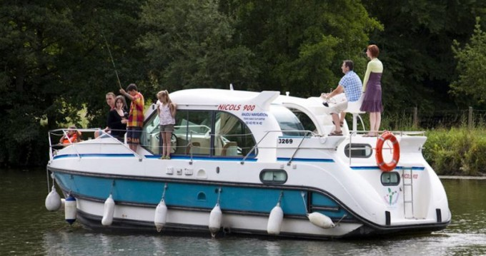 Motorboat for rent Buzet-sur-Baïse at the best price