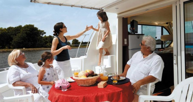 Boat rental Sireuil cheap Estivale Octo