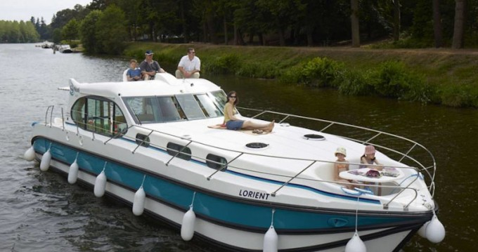Motorboat for rent Le Somail at the best price