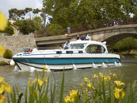 Rental Motorboat in Port-sur-Saône -  Estivale Octo