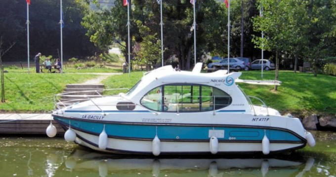 Motorboat for rent Venarey-les-Laumes at the best price