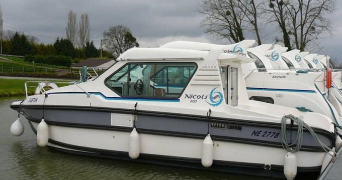 Boat rental  Sedan 800 in Sireuil on Samboat