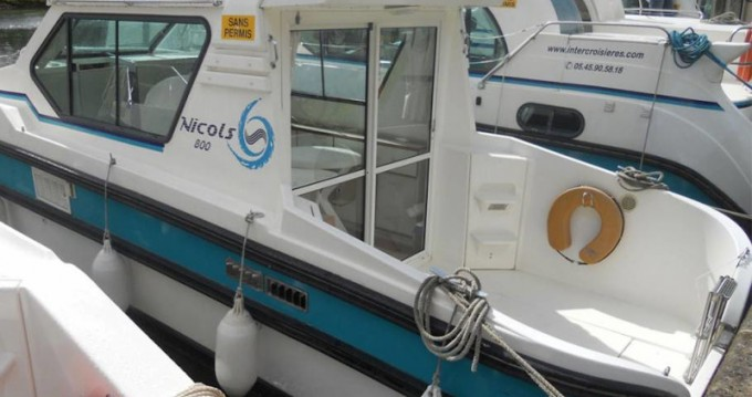 Rental yacht Sireuil -  Sedan 800 on SamBoat