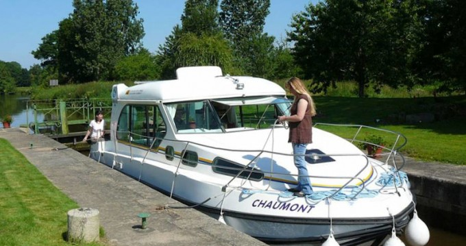 Motorboat for rent Sireuil at the best price