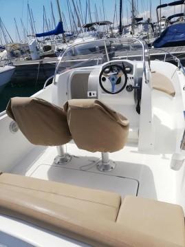 Hire Motorboat with or without skipper Jeanneau Saint-Laurent-du-Var