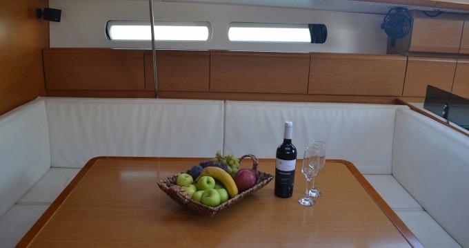 Boat rental Jeanneau Sun Odyssey 439 in Keramotí on Samboat