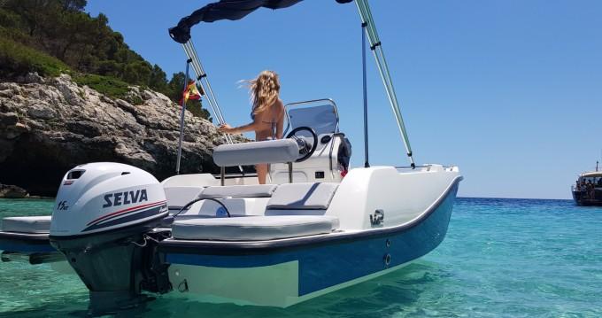 V2 BOATS 5.0 SPORT between personal and professional Port d'Andratx