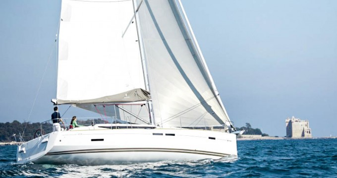 Jeanneau Sun Odyssey 439 between personal and professional Valencia