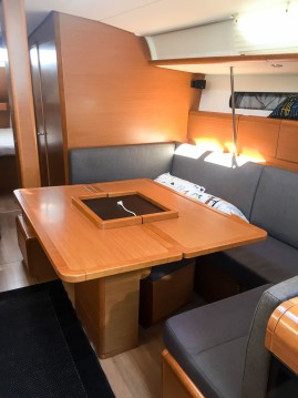 Boat rental Valencia cheap Sun Odyssey 439