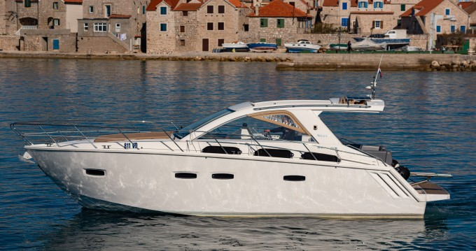 Rental yacht Tribunj - Sealine Sealine SC35 on SamBoat