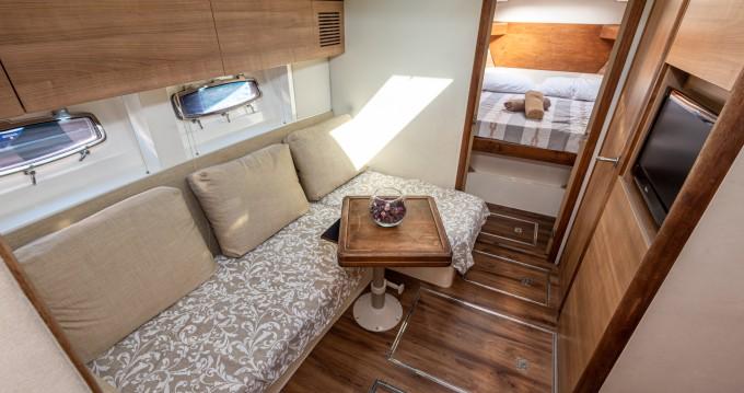 Boat rental Sealine Sealine SC35 in Tribunj on Samboat