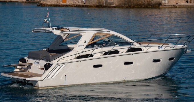Rental Motorboat Sealine with a permit
