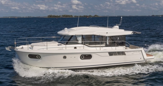 Boat rental Bénéteau Swift Trawler 41 SEDAN  in Veruda on Samboat