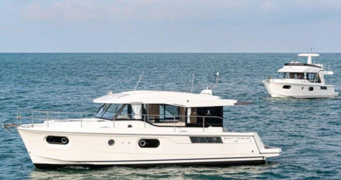Rent a Bénéteau Swift Trawler 41 SEDAN  Veruda