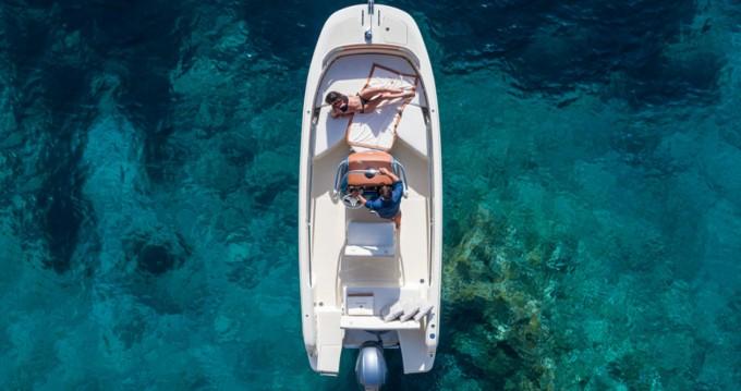 Boat rental Invictus  Invictus 200 FX in Cala d'Or on Samboat